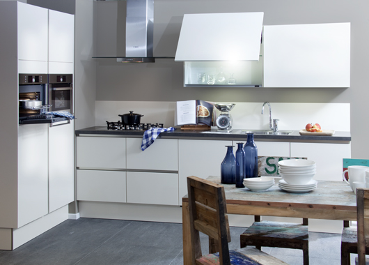 Demo keukens houten keukens kooistra siematic for Interieur ontwerpers